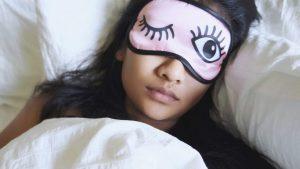 Rüyada Uyumaya Gözünü Kapatmaya Çalışmak