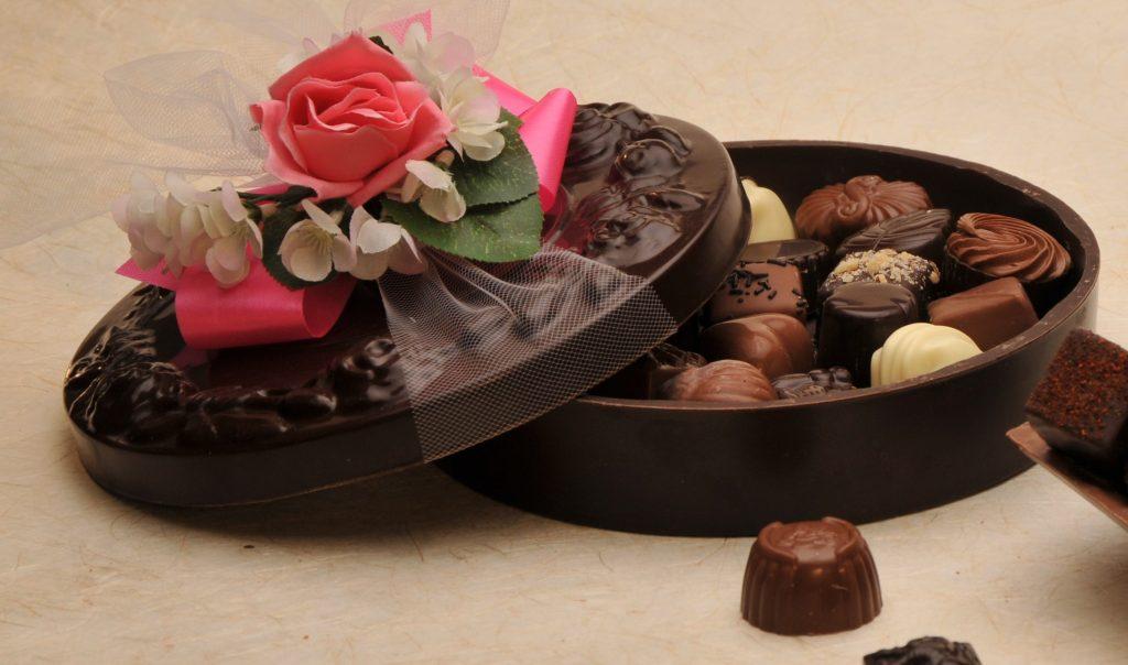 Rüyada Bir Çikolata Dükkanda Hediye Paket Almak