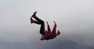 Rüyada Birinin Balkondan Düştüğünü Görmek