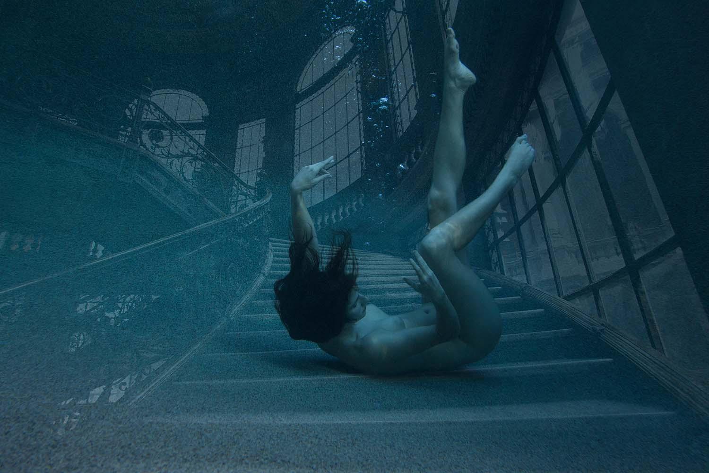 Rüyada Birinin Yüksek Balkondan Düştüğünü Görmek