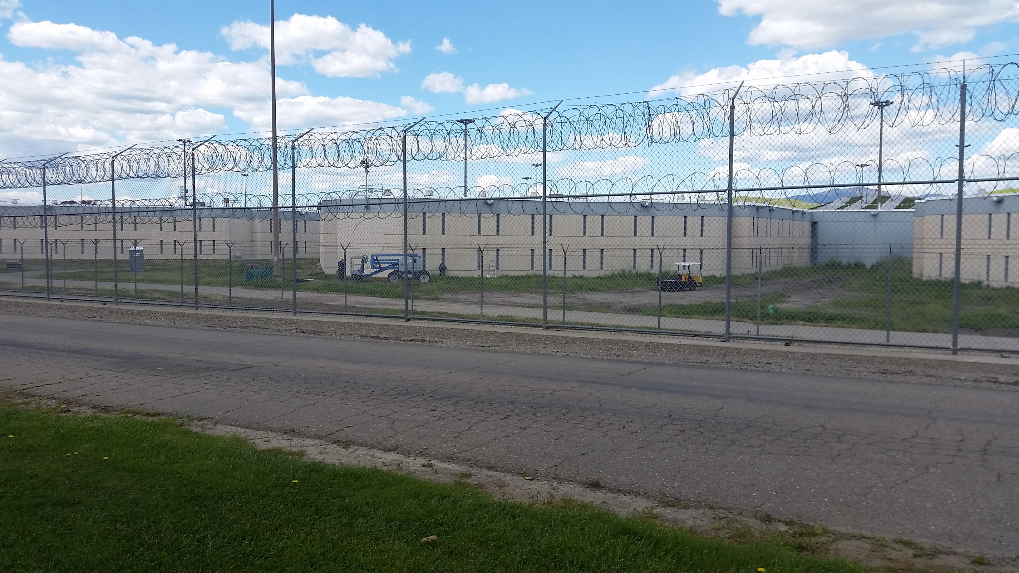 Rüyada Hapiste Kapalı Olan Birini Dışarda Görmek