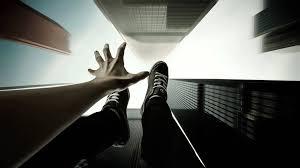 Rüyada Birinin Balkondan Düştüğünü Bacağını Kırdığını Görmek
