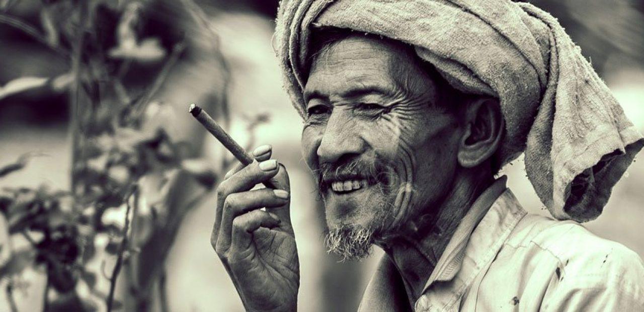 Rüyada Birinin Sigara Tütün içtiğini Görmek