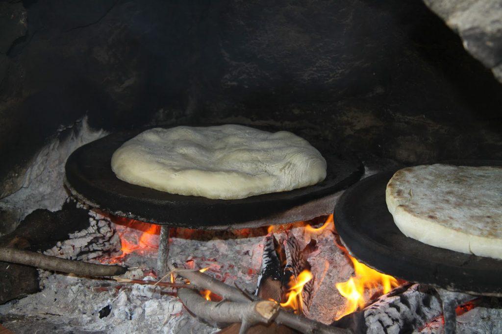 Rüyada Büyük Sacda Beyaz Ekmek Serip Pişirmek