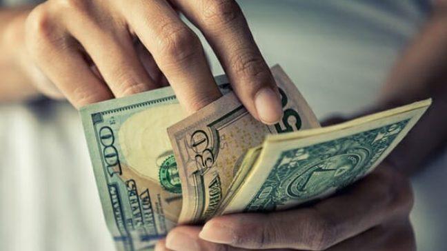Rüyada Elinde Para Görmek ve Harcamak