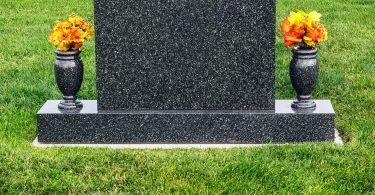 Rüyada Mezar Taşında İsmini Görmek