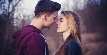 Rüyada Küs Olduğun Birinin Seni Öpmesi