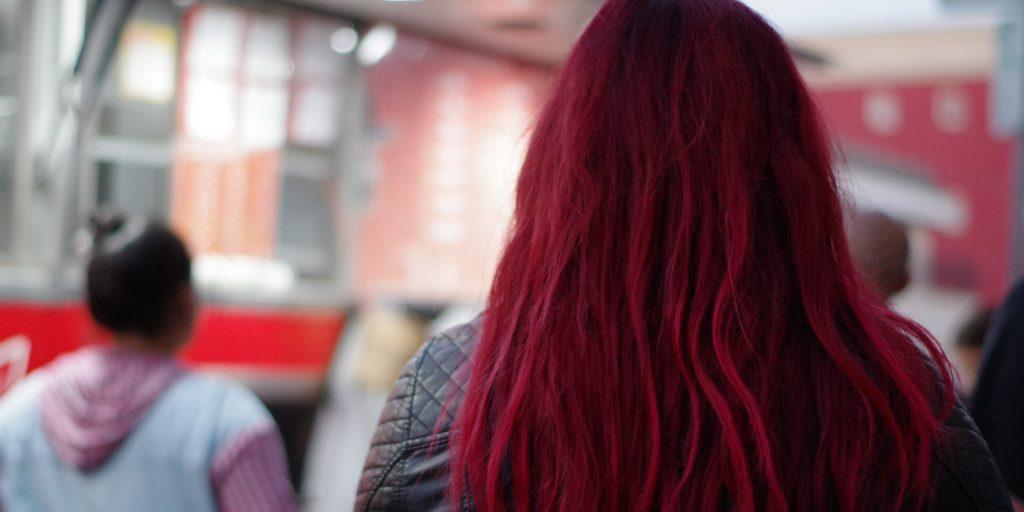 Rüyada Kızıl Kadın Kesik Saçı Yerde Görmek