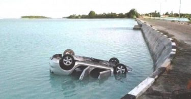 Rüyada Arabayla Denize Düşmek