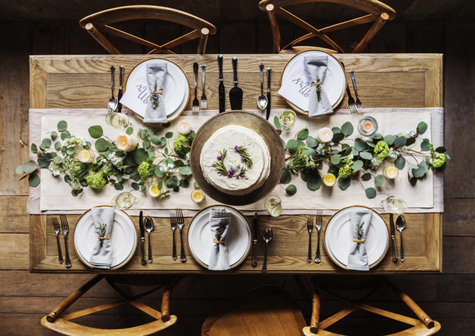 Rüyada Yeni Yemek Pahalı Masası Evde Görmek